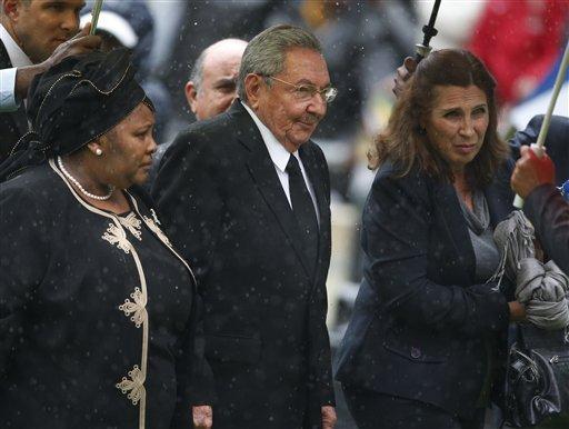 Raul presente no sepelio de Mandela