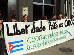 Concentracion no consulado norteamericano da Coruña para reclamar a liberdade dos Cinco