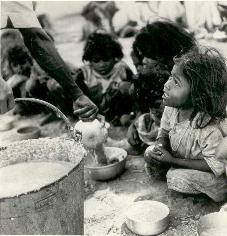 A pobreza só ten solución por medidas políticas
