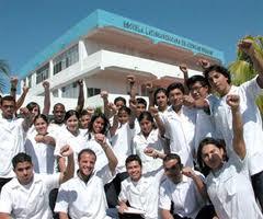Cuba exporta saúde e cultura cercada por un imperialismo que reparte guerra e miseria