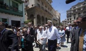 O ministro de Estado de EUA, visitou Habana Velha da man de Eusebio Leal