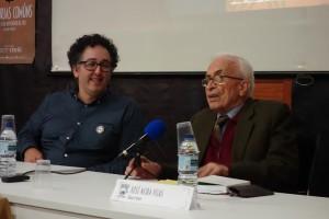 Neira Vilas contóu o compromiso emigrante na Revolución Cubana. Acompáñao na foto o presidente do Ateneo Ferrolán, Eliseo Fernández.