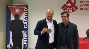 Hernández dixo recibir a medalla coma homenaxe ao povo e o governo de Cuba