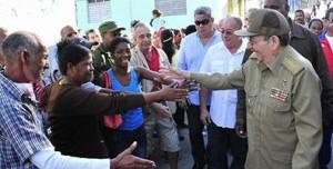 A malta santiagueira comparte com Raúl na rúa da Emramada