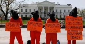 Ptotesta en Washington contra as detencións ilegais na base de Guantánamo.